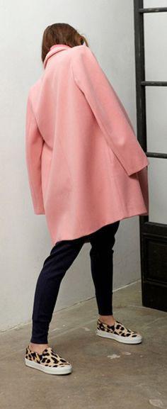 abrigo rosa con bambas animal print